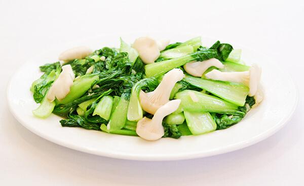Mẹ có biết cải thìa là một trong 10 loại rau củ canxi nhất trong thực đơn cho bé ăn dặm
