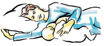 Tư thế cho con bú nằm song song với mẹ sẽ giúp bé cảm thấy dễ chịu