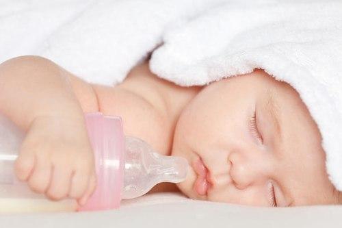 chăm sóc trẻ sơ sinh thì cần nắm các phương pháp vỗ ơ hơi để giải phóng hơi trong bao tử, giúp con dễ chịu hơn.